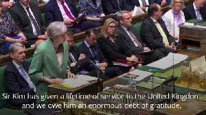 Theresa May pays tribute to Sir Kim Darroch [Video]