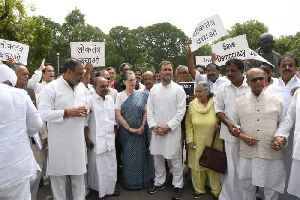 Sonia, Rahul Gandhi lead protest outside Parliament over Karnataka & Goa crisis [Video]