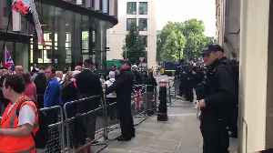 Tommy Robinson Sentencing: Big Crowds Outside Old Bailey [Video]