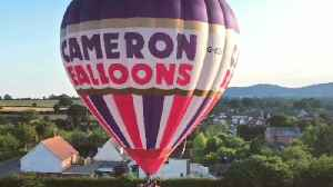 Hot air balloonist smashes world record [Video]