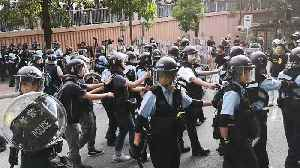 Police Intervene as Protesters Demonstrate Against Parallel Trading in Hong Kong [Video]