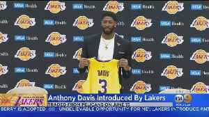 Anthony Davis Sits Down With CBS2's Jim Hill In 1:1 Interview [Video]