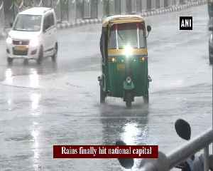 Delhi tastes rain after long spell of hot weather [Video]