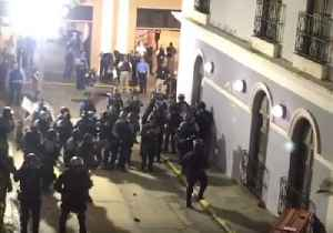 Police Gather Behind Barricade as Protesters Rally Against Governor Ricardo Rosselló in San Juan [Video]