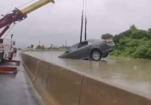 Cars Pulled From Flooded Toronto Highway [Video]
