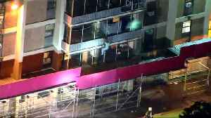 News video: Man in daring escape from high-rise fire