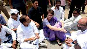 News video: Sonbhadra Clash: Priyanka Insists On Meeting Victims' Families | OneIndia News