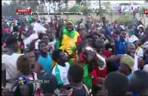 Crowds welcome Senegal national team back home after AFCON final [Video]