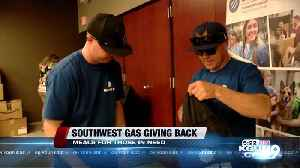 Southwest Gas employees hand out meals to homeless [Video]