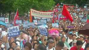 Thousands attend pro-police rally in Hong Kong [Video]