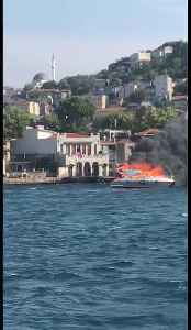 A yacht in flames on the Bosphorus in Istanbul, Turkey [Video]
