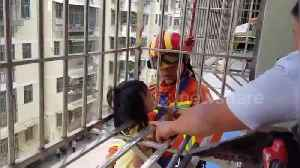 Firefighters rescue girl hanging from fourth-floor window in China's Ganzhou [Video]