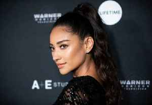 Shay Mitchell's 'more confident' in a bikini whilst pregnant [Video]