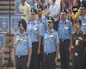 Air Chief Marshal Dhanoa pays tribute at National War Memorial [Video]