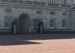 Boris Johnson Arrives at Buckingham Palace to Meet with Queen [Video]