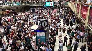 Signaling failure leads to hundreds stranded at London's Liverpool Street station [Video]