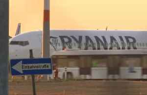 Ryanair profit slumps 21% as overcapacity drives fares down [Video]