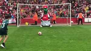 Arsenal mascot hit in the face during penalty shoot-out [Video]
