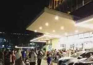 People Pour Out of Mall as Quake Rattles West Java [Video]