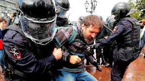 Russian police detain hundreds at Moscow protest [Video]