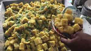 Article 370 I Vadodara shopowner hands out free dhoklas to celebrate [Video]