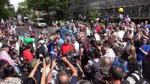 Fans from afar as the US and New Zealand mark anniversary of Beatles' Abbey Road photo [Video]