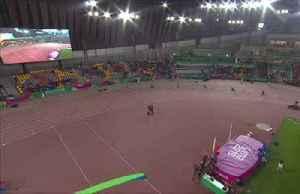 Brazil's dos Santos takes 400m hurdles gold [Video]