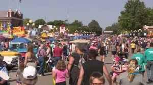 Democratic Presidential Candidates Attend Annual Iowa State Fair [Video]