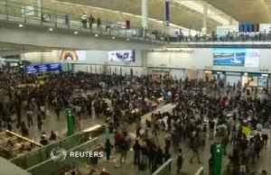 News video: Hong Kong airport protesters 'thank' civil servants for support