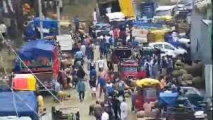 News video: J&K cop posts video of bustling Kashmir streets ahead of Eid
