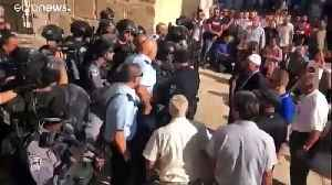 Israeli police clash with Palestinians at Eid al-Adha gathering in Jerusalem [Video]