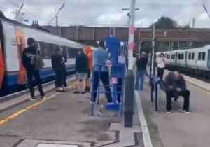 Commuters Stranded at Harlington Platform as Power Cut Disrupts Travel Across London [Video]