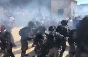 News video: Palestinians and Israeli police clash at Jerusalem holy site