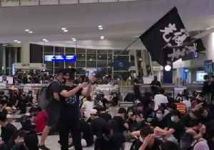 Protester Waves 'Reclaim Hong Kong' Flag as Demonstrators Shut Down Airport [Video]