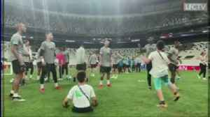 Liverpool train with amputee children [Video]