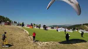 Paragliding world champs: 150 pilots compete for titles [Video]