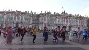 Thousands join annual Russian folk festival in St Petersburg [Video]