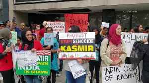 Hundreds gather outside United Nations headquarters in New York to protest India's intervention in Kashmir [Video]