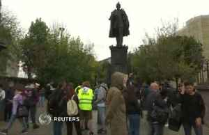 Russian opposition activists picket for free elections [Video]