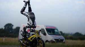 British daredevil performs a handstand on a motorbike at 76mph in record attempt [Video]