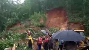 Massive monsoon landslide sweeps away a southern Indian village [Video]