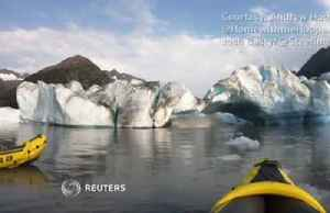 'We survived' - kayakers flee collapsing glacier. [Video]