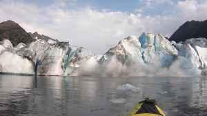 Kayaker witness glacier collapse in Alaska [Video]