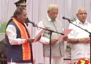 Karnataka CM Yediyurappa expands cabinet, 17 ministers inducted [Video]