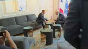 Boris Johnson poses with foot on table at Elysee Palace [Video]