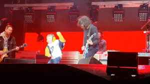 FIVE-YEAR-OLD BECOMES ROCKSTAR FOR THE NIGHT BY DANCING ON STAGE WITH THE FOO FIGHTERS AT HIS FIRST EVER CONCERT [Video]
