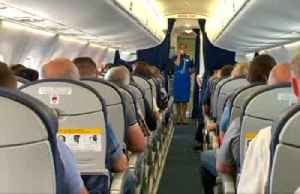 Stewardess sings national anthem to light up Ukrainian independence anniversary [Video]