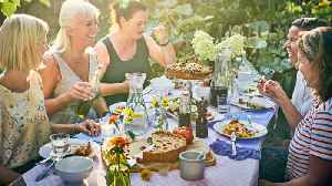 Short On Living Space? Here's How To Host An Outdoor Dinner Party [Video]