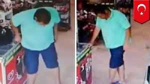 Man poos himself in supermarket, fails horribly trying to hide it [Video]