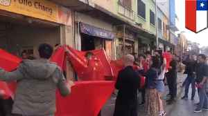 Chinese mob harasses Taiwanese restaurant in Chile [Video]